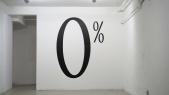 Une installation de l'artiste Haim Steinbach, 0% (c)